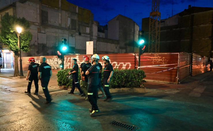 Las imágenes del desalojo en Granada por riesgo de derrumbe en las obras del antiguo Hotel Montecarlo