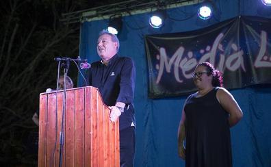 El barrio de Santa Adela inaugura sus fiestas con un divertido pregón del presidente del Puerto