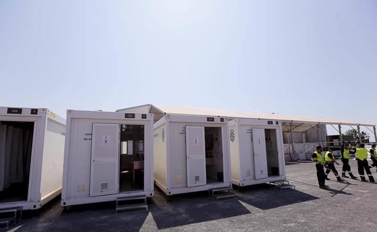 La UME deja listo el campamento que recibirá a los inmigrantes en Motril