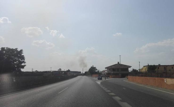 Así se ve el humo del incendio junto a la A-92