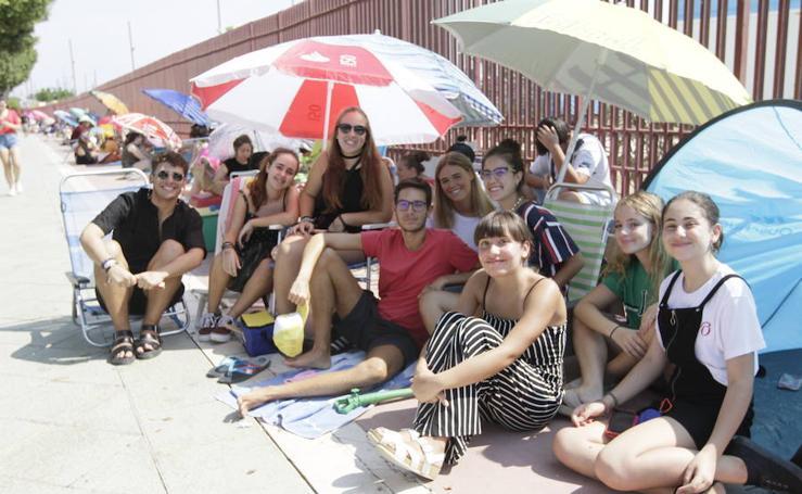 Nervios y colas en las horas previas al útimo concierto de OT, en Almería