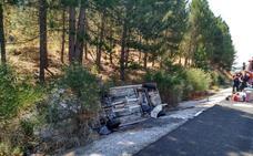 Cuatro heridos, uno de ellos atrapado, en un accidente en la A-92 en Húetor Santillán