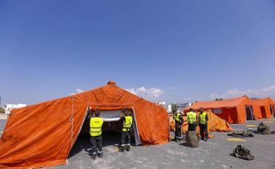Un espectacular despliegue de la Unidad Militar de Emergencias deja listo el campamento que recibirá a los inmigrantes en Motril