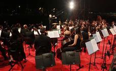 Cinco mil personas se rinden ante la Orquesta Ciudad de Almería