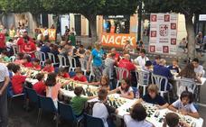 Más de 70 ajedrecistas toman el Paseo de Almería en un torneo muy familiar