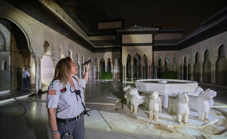 La ronda de vigilancia más bella del mundo: la Alhambra de madrugada