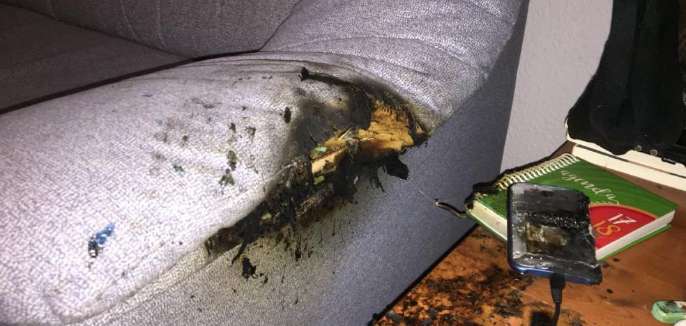Estalla un móvil y causa un fuego en una casa de Las Gabias mientras la familia dormía