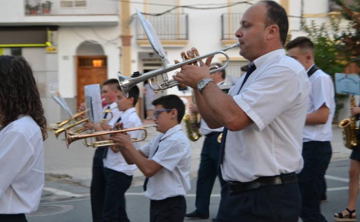 Desfile y concierto del II Certamen de bandas de música de Cuevas del Campo