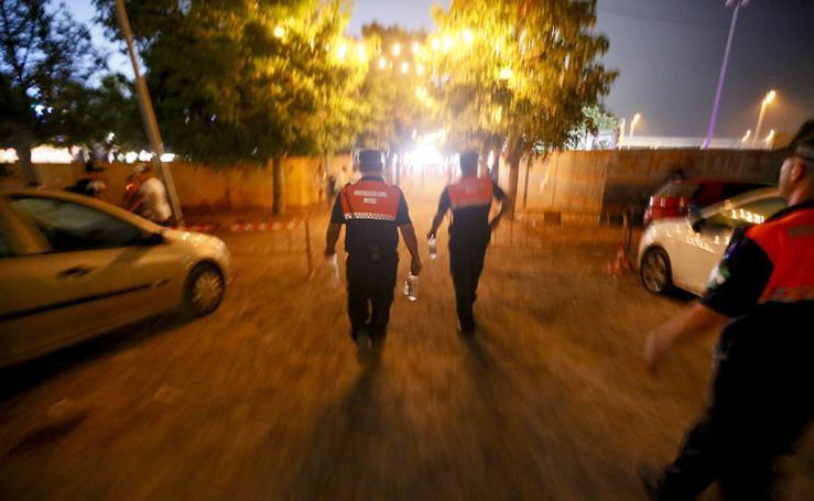 Así pasan la noche los voluntarios de Proteccion Civil en Motril
