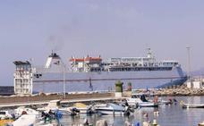 La llegada de viajeros a Motril sigue a la baja, mientras Málaga bate récords y saca plazas extra