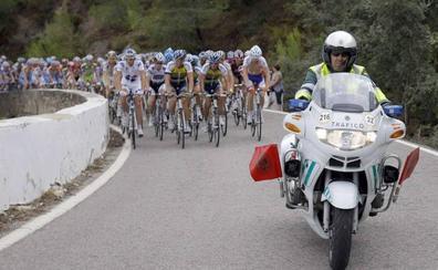 Dos centenares de guardias civiles velarán por la seguridad de la Vuelta a su paso por Almería