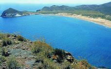 La Junta cuestiona el proyecto de aparcamiento en la playa de Genoveses