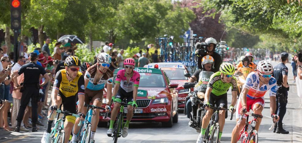 Todas las imágenes del paso de la Vuelta Ciclista a España por Granada
