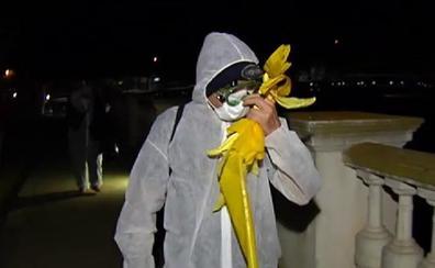 Unas 80 personas retiran de madrugada lazos amarillos en varios municipios de Gerona