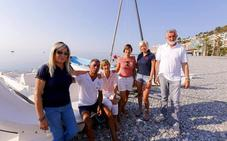 Los chiringuitos náuticos de Almuñécar cumplen tres años sin permisos y mantienen la batalla para no dejar sus sitios en la arena