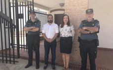 La subdelegada del Gobierno trata con el alcalde de Baños de la Encina asuntos de interés