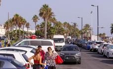 Ideal para descansar, pero una pesadilla para aparcar: los turistas ponen nota a la Costa Tropical