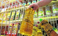 Los españoles consumen más aceite de oliva del mejor y más caro pese a comprar menos en general