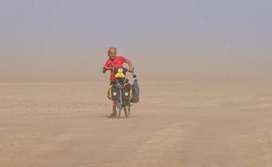 «Las únicas cadenas de la mujer deben ser las de su bici»