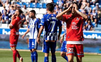 El Alavés, con ayuda del VAR, remonta al Espanyol