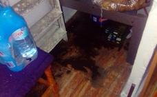 Sufre inundaciones de aguas residuales en su casa de Iznalloz por una obra mal hecha