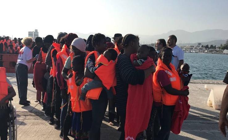 Llegan al puerto de Motril 241 inmigrantes rescatados de varias pateras