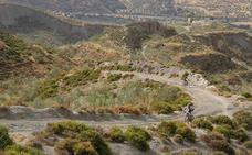 Más de un centenar de ciclistas completan en Cenes de la Vega la primera media maratón BTT
