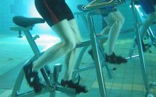 Si haces estos ejercicios dentro del agua puedes adelgazar