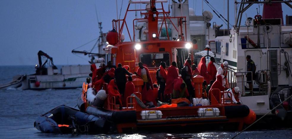 Cinco cadáveres entre las más de doscientas personas rescatadas en el mar de Alborán