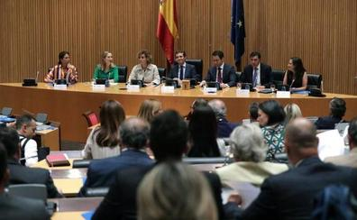 Santamaría y sus fieles, ausentes de la primera reunión del PP en el Congreso presidida por Casado