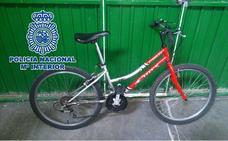 Detenido con una navaja cuando iba en una bicicleta robada sin sillín en la zona norte de Granada
