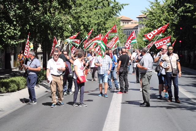 Manifestación de trabajadores de la línea 33 por el centro de Granada