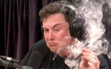 Elon Musk se fuma un porro