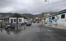 La tormenta provoca pequeñas inundaciones y revienta arquetas en Almuñécar y La Herradura