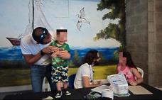 Una familia colombiana ofrece colaboración a la mujer granadina presa con su hijo