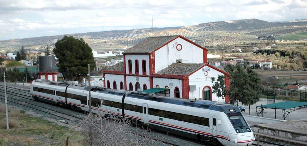 Nuevo retraso en el tren Sevilla-Almería