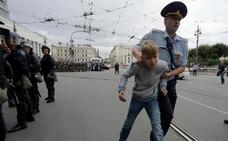 Jornada electoral y de protesta en Rusia con centenares de detenidos