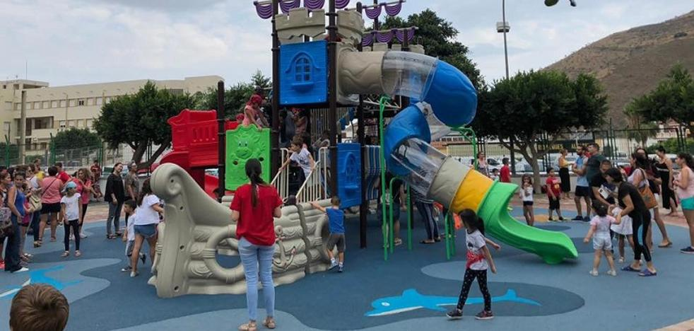 Albuñol estrena un parque con columpios modernos adaptados a diferentes edades