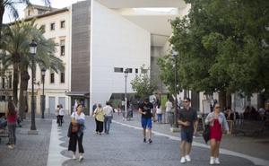 El Ayuntamiento prevé reformar la plaza de la Romanilla para hacer «amable y accesible» la entrada de turistas al Centro Lorca