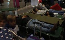 «Escuchamos un ruido muy fuerte y después vimos a las azafatas correr de un lado para el otro del avión»
