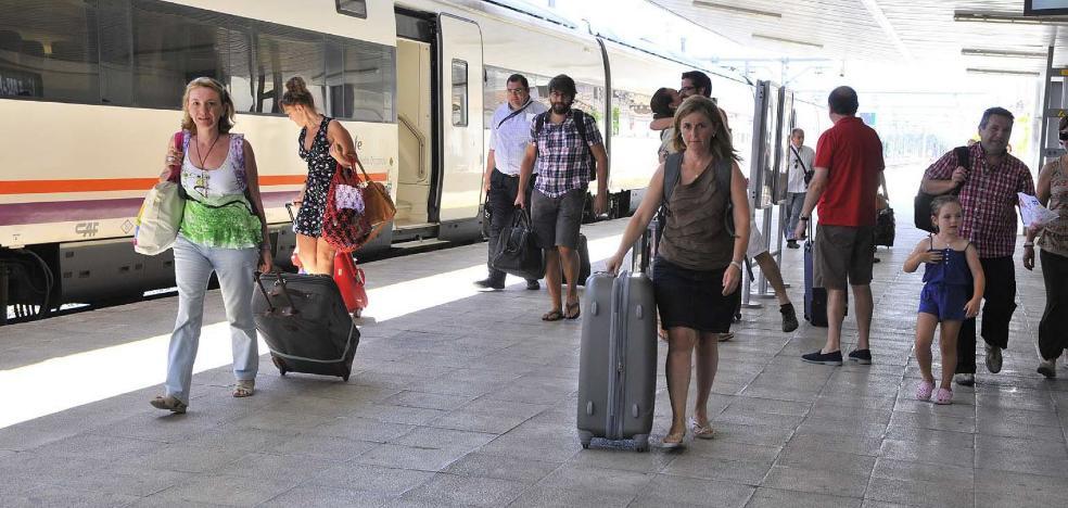 Fomento ordena que el nuevo Talgo Granada-Madrid coja pasajeros en Linares-Baeza