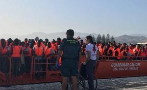Llegan a Motril los 79 inmigrantes rescatos de dos pateras en Alborán