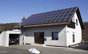 ¿Cuánto ahorraríamos realmente en la factura de la luz con placas solares?