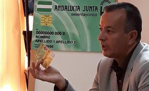 La tarjeta 'Andalucía Junta sesentaycinco' permite a sus titulares de Granada un ahorro de 53,7 millones en 17 años