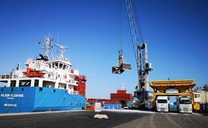 El Puerto de Almería, el cuarto de España que más crece en tráfico
