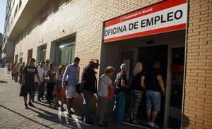 Así es la ampliación de la ayuda de 430 euros para parados de larga duración que ha aprobado el Gobierno