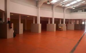 El nuevo cierre de dos puestos en el mercado municipal de La Cañada agrava aún más su agonía