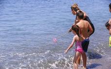 Los puestos de socorro de las playas de Almuñécar atienden casi 2.500 servicios durante la temporada de baño