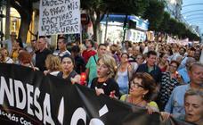 Dos centenares de personas se manifiestan contra los cortes de luz por los enganches ilegales