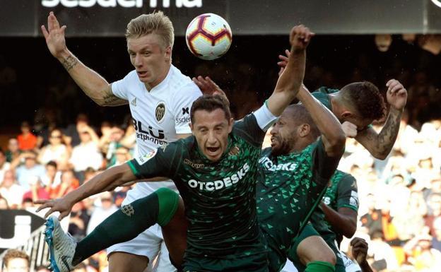 La falta de gol condena a Valencia y Betis  33bedc9e526a4